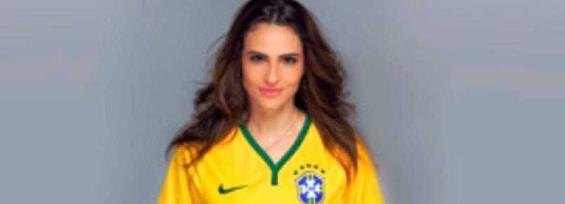 Fernanda Tavares posa com as cores da seleção brasileira para chamar a atenção dos senadores