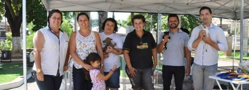 Zoonoses de Porto Feliz doa 32 animais em Feira de Adoção