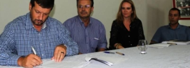 Prefeito assina lei que institui coordenadoria em defesa dos animais