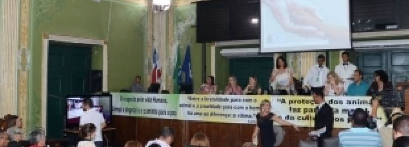 Câmara de Salvador homenageia ativistas defensores dos animais