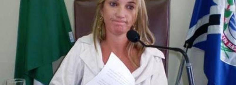 Vereadora fala sobre animais soltos em Jacarezinho