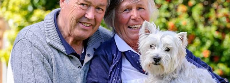 Casal faz respiração boca-a-boca para salvar a vida de sua cachorra