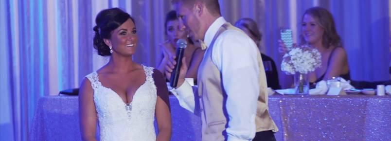 Em momento emocionante, noiva é surpreendida em casamento com um novo membro peludo para a família
