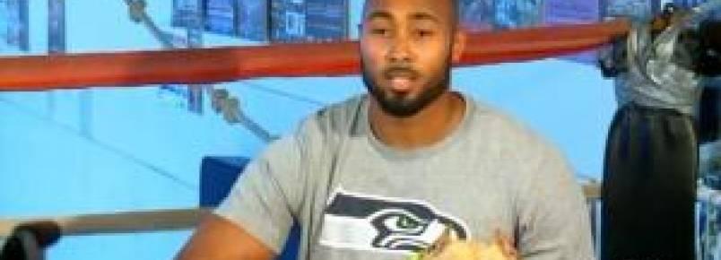 Famoso jogador de futebol americano pede apoio contra a briga de cães