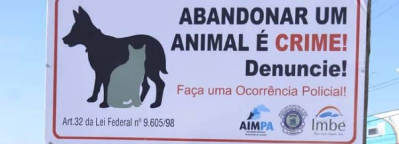 Placas alertam para abandono de animais