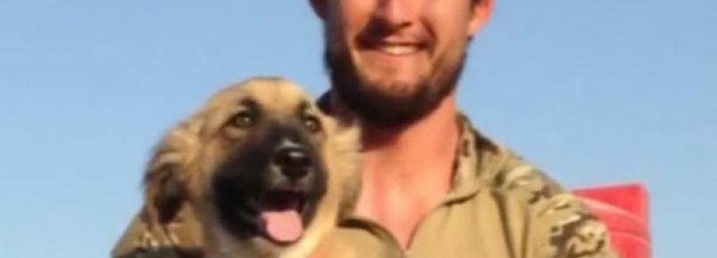Soldado se reúne com cadelinha que conheceu quando estava em serviço no Oriente Médio
